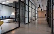 Imagen que contiene piso, interior, cuarto, edificio Descripción generada automáticamente